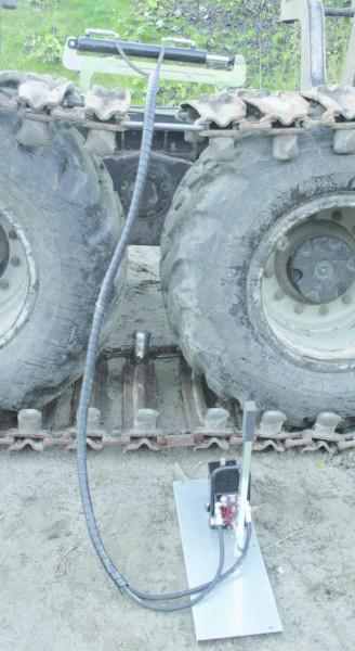 Tenditore idraulico per cinghie